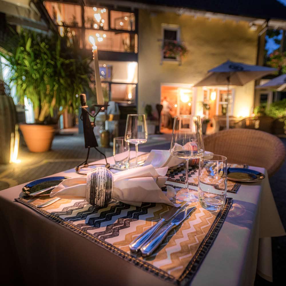 Farmerhaus-Restaurant Hofgarten Dinner im Freien